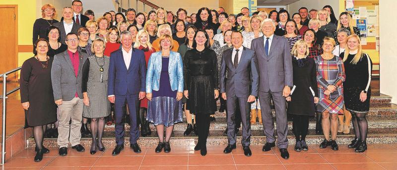Lazdijų rajono savivaldybės vadovai ir darbuotojai, atlikę reikšmingus 2019-ųjų darbus.<br />