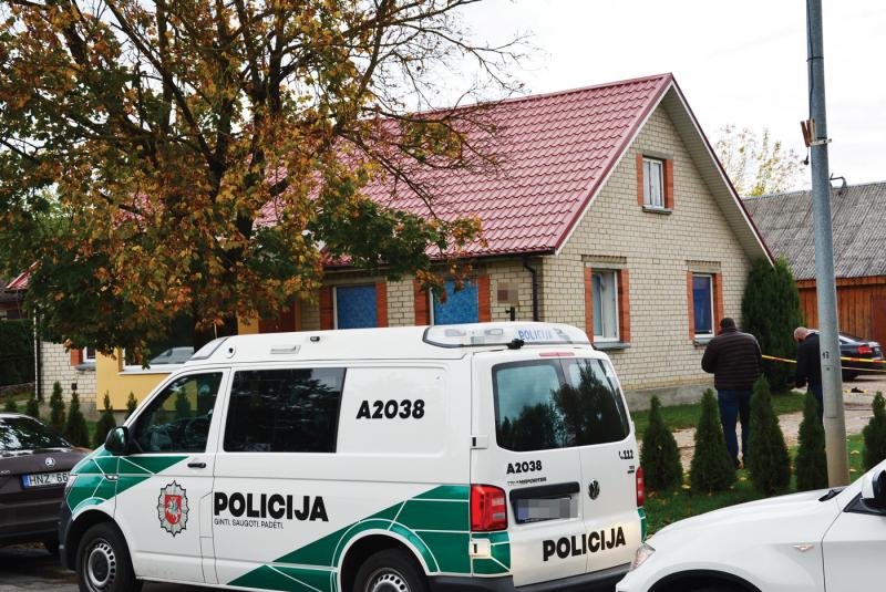 Vakar įvykio vietoje Lazdijuose dirbo policijos pareigūnai.<br />