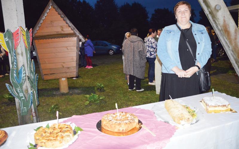 A. Kirsnos bendruomenės pirmininkės R. Kajokienės vyro keptas obuolių pyragas pripažintas skaniausiu.