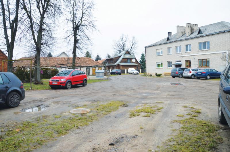Buvusi mokytoja ne vienus metus kovoja dėl Kauno g. 13 kiemo išasfaltavimo.