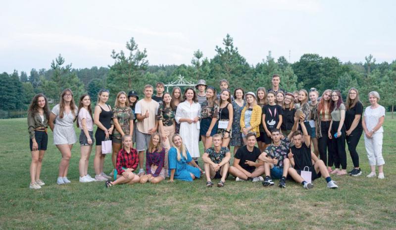 Vasaros metu jaunimas ne tik dirbo, bet ir turėjo galimybę savo darbo patirtimi su draugais pasidalinti rajono savivaldybės finansuojamose vasaros stovyklose.